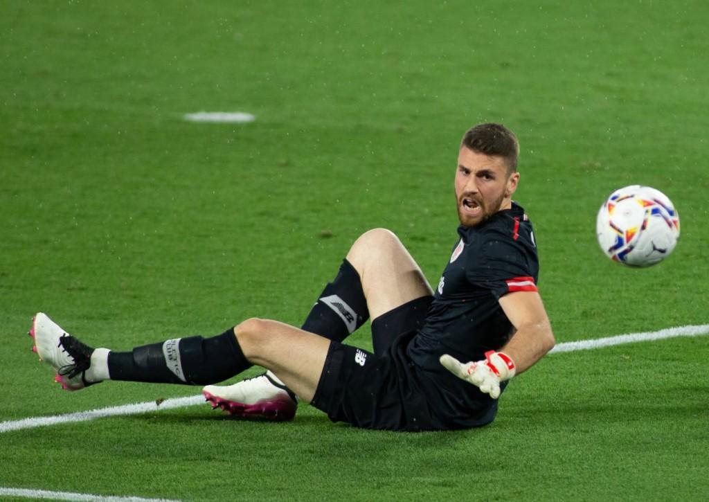 Wie oft muss Unai Simon für Athletic Bilbao gegen Atletico Madrid hinter sich greifen?