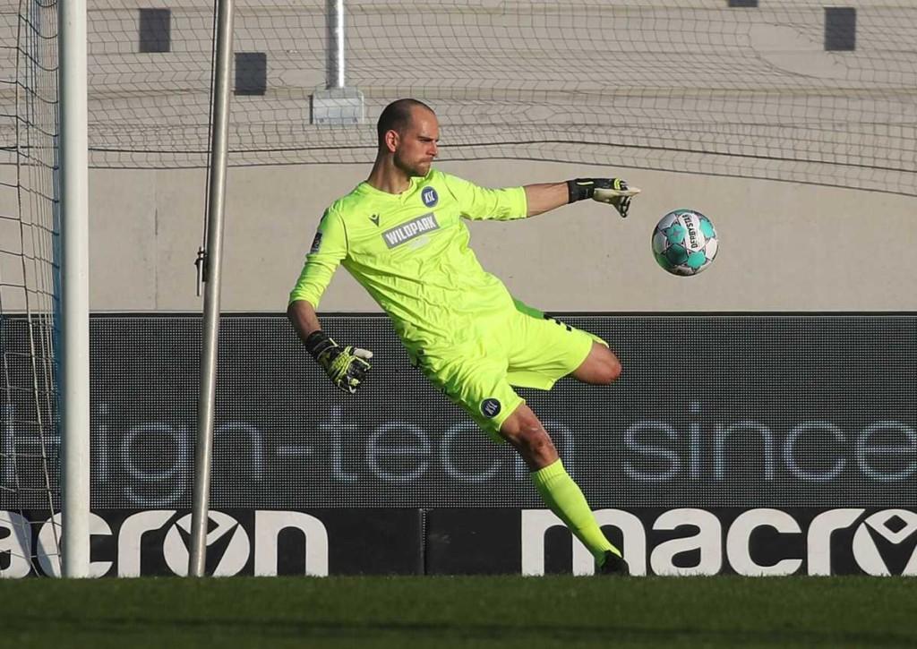 Leistet sich Gersbeck, Keeper von Karlsruhe, auch gegen Aue wieder einen Aussetzer?
