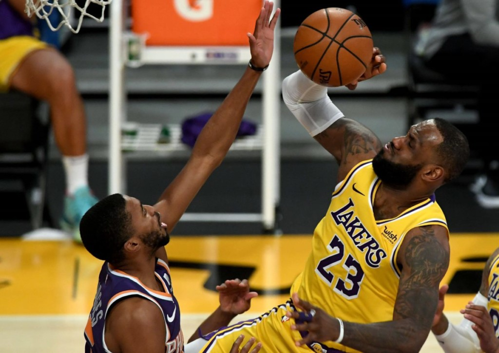 Kommt LeBron James mit der zusätzlichen Verantwortung in Spiel 5 der Serie seiner LA Lakers gegen die Suns zurecht?