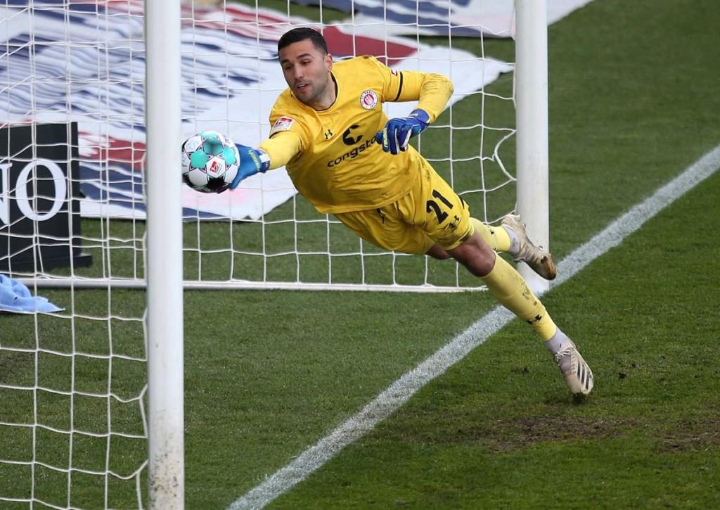 Bleibt Keeper Stojanovic mit St. Pauli auch nach dem Spiel gegen Hannover das beste Rückrundenteam?