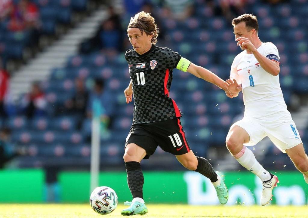 Nach dem 1:1-Remis im Duell mit Tschechien müssen Luka Modric und Kroatien gegen Schottland drei Punkte holen. © IMAGO / Shutterstock, 18.06.2021