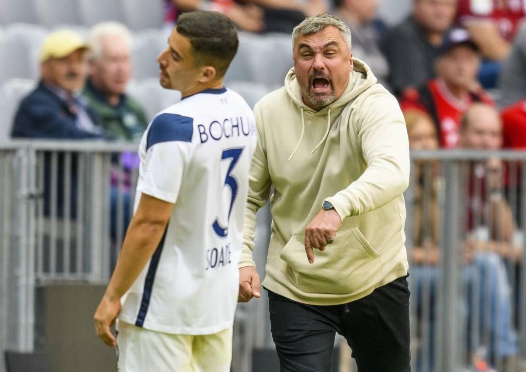 Findet Bochum (im Bild: Thomas Reis und Danilo Soares) gegen den VfB Stuttgart in die Spur?