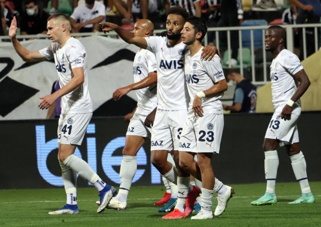 Wie schlagen die Neuzugänge für Fenerbahce im Spiel gegen Sivasspor ein?
